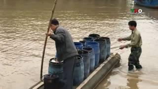 Người dân xã Hải Lộc bắt quả tang tàu xả chất thải xuống biển