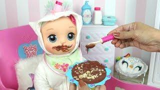 Rotina da Manhã da Baby Alive Laurinha Comendo Papinha de Chocolate