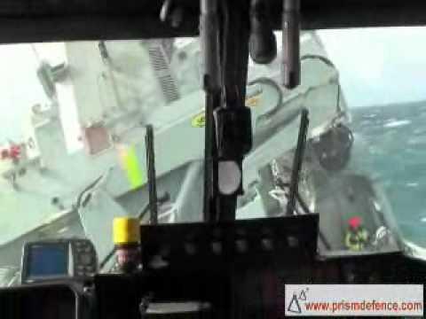 Veamos como eso de llevar un helicóptero, no es tan fácil como puede parecer. Sobre todo cuando tenemos un temporal de narices y tenemos que aterrizar en un barco... ¡Enhorabuena al piloto y su tremenda destreza!