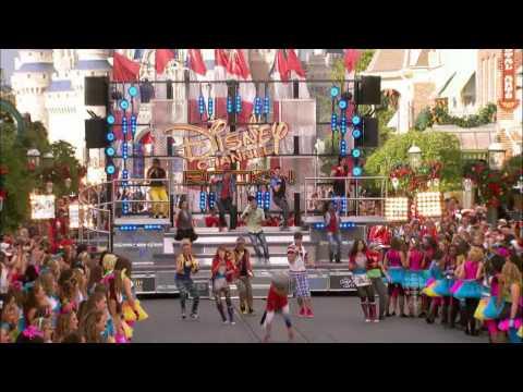 Bella Thorne  and Zendaya Coleman - Shake It Up. Disney Christmas Parade 2011