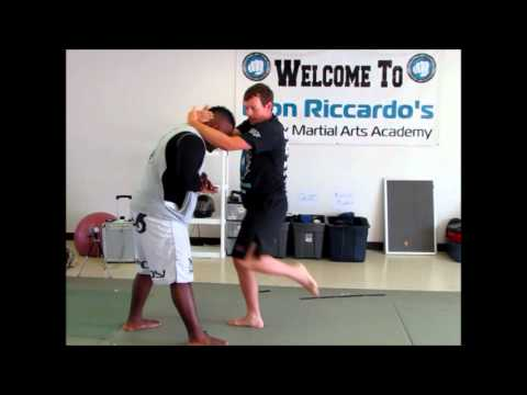 Muay Thai Kickboxing for MMA: Effectively using the Thai Clinch Image 1