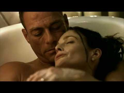 Gianluca Palisi doppia (Jean Claude Van Damme) in una scena del film Wake Of Death HD
