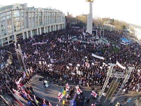 Сторонники Саакашвили показали правительству Грузии красную карточку