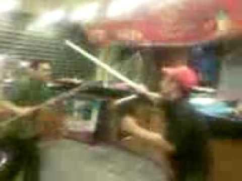 عركة بالسيوف داخل المطعم اسلام يسري
