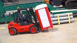 LOADING WARS - TEAM PLAY: PORTA POTTY LIFT FORKLIFT BATTLES | RC GAME SHOW s2 e23