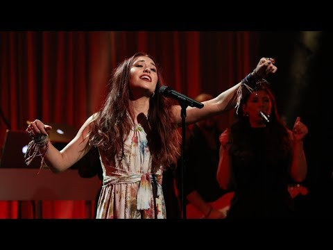 Download Lagu  Singer Lauren Daigle Makes Her Ellen Debut Mp3 Free