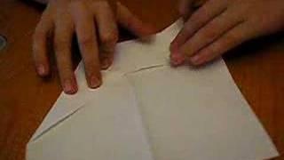 Tolga erbakan la kağıttan uçak yapımı