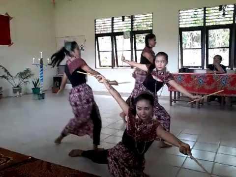 TARIAN TRADISIONAL ASAL SEKADAU/ KAL-BAR (INDONESIA)