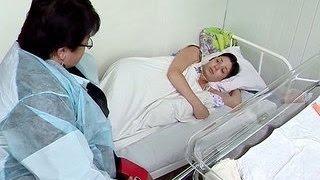 В Челябинске женщина родила на пороге роддома