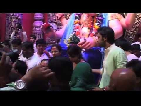Anjaana Anjaani Seek Blessings From Lalbaugcha Raja