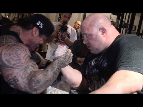RICH PIANA ARM WRESTLING SCOT MENDELSON - ARMS WILL BE BROKEN AT THE LA EXPO thumbnail