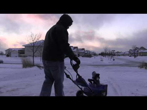 Snow Joe Cordless Electric Snow Thrower Full Review - Ion40