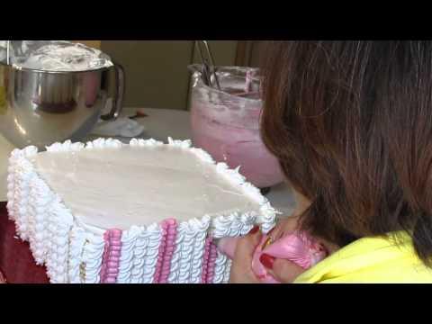 Кремовое оформление торта.