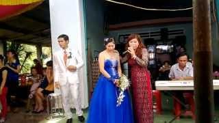 Đám cưới chị Mi: mẹ hát mừng