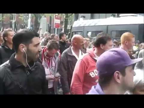 Ajax supporters vieren het kampioenschap op het leidseplein en vertrekken daarna naar de arena