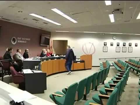 رجل يطلق النار على اعضاء اثناء الاجتماع (خطير)