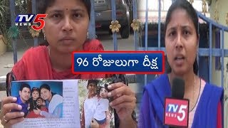 Woman Stages Protest In Front Of Husband's House | Bhadradri Kothagudem District