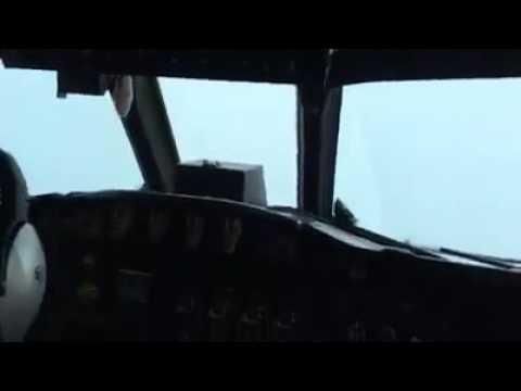graban el momento exacto en el que un avion pasa por el ojo del huracan matthew