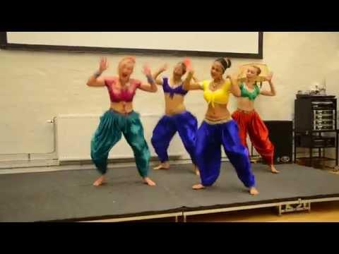 Sharukh And Kareena's Amazing Chammak Challo And Rani's Aga Bai Medley By Swedish Girls. video