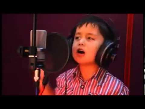 Четырехлетний певец.