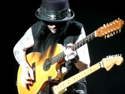 Mick Mars playing some nice guitar