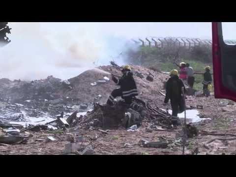 WorldLeadersTV: ETHIOPIAN AIR FORCE FLIGHT CRASHES at MOGADISHU INTL AIRPORT KILLING 4 CREW