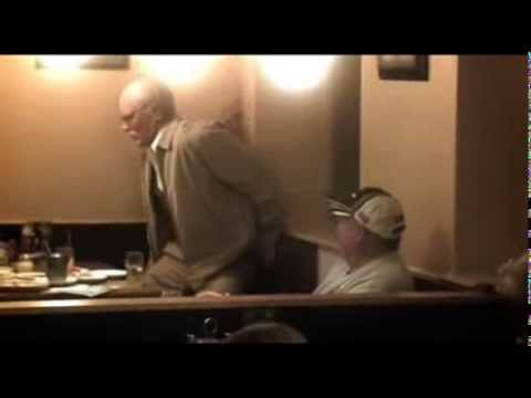 Bad Grandpa – Péte au restaurant