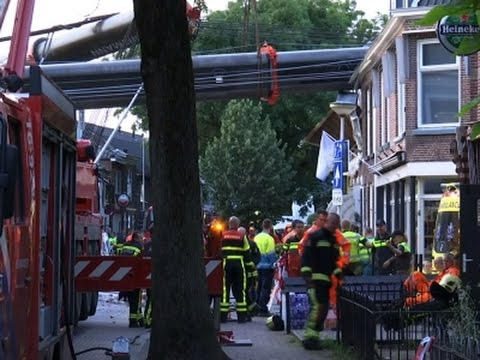 Raw: Cranes Fall on Houses in Netherlands