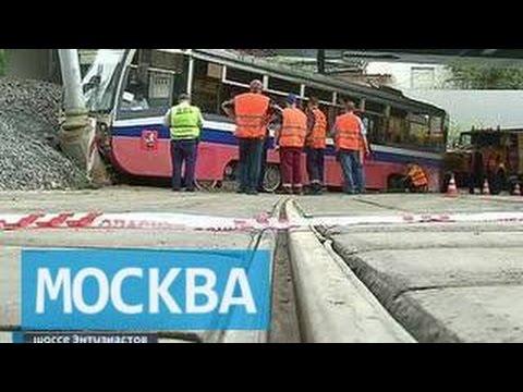 Трамвай на шоссе Энтузиастов сошел с рельсов из-за песка на путях