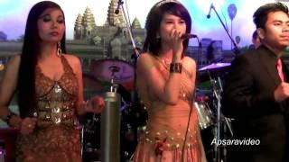 "Sophy  is singing Khmer Cha Cha Cha ""Pa-em"" at Grand Paradise Restaurant"