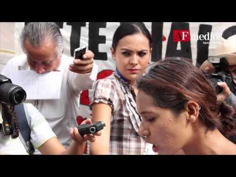 Jóvenes marchan en apoyo a normalistas de Ayotzinapa; exigen que aparezcan vivos