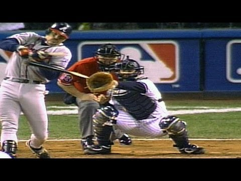 1999 WS Gm4: Mo breaks Klesko's bat three times