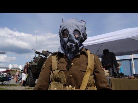 British Uniform and Rifle of World War 1 (Plus Gas Mask Demo)