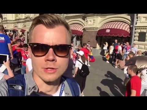 """""""Крым - Россия! Косово - Сербия!"""" Сербские фанаты поют у Кремля"""