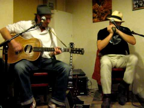 Thumbnail of video El blues folk acelerado de Blackberry y Mr Boohoo,