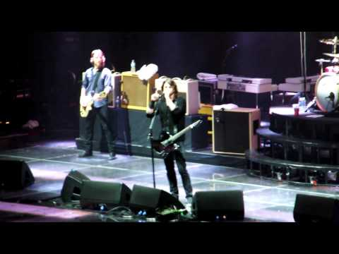 Foo Fighters @ Toronto 2011 - Dave Grohl pays tribute to Alex Lifeson