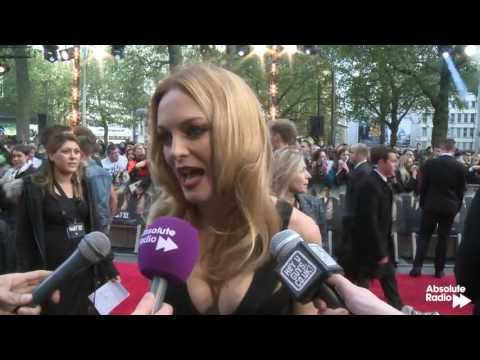 Heather Graham interview (and amazing dress) at Hangover 3 premiere