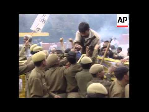 India - Hindu nationalists clash with police