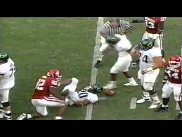 Oregon RB Kenny Washington 10 yard run and takes out ref vs. Oklahoma 9-18-04