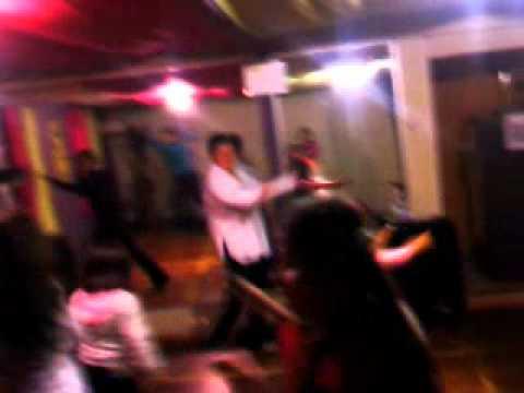 Zumba Mueve La Cadera Con Dylan video
