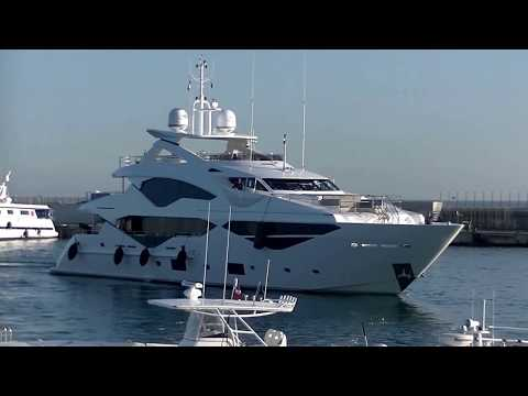 The US$ 18,000,000 Sunseeker [Yacht JACOZAMI] entering the Vieux Port in CANNES