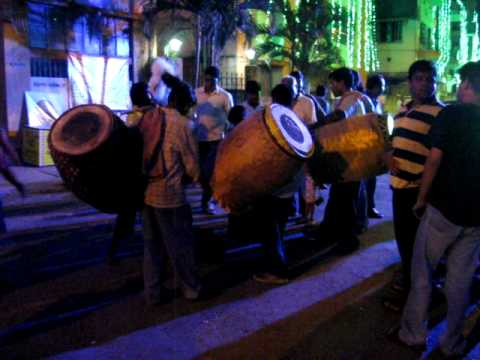 Pandal Crowds & Dhak Dhol video