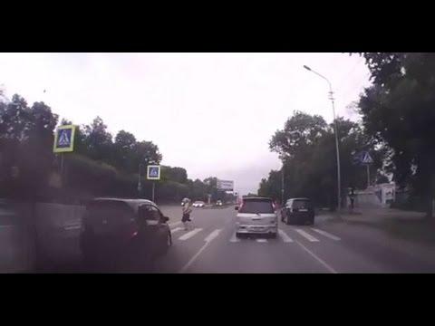 Женщина-водитель vs женщина-пешеход