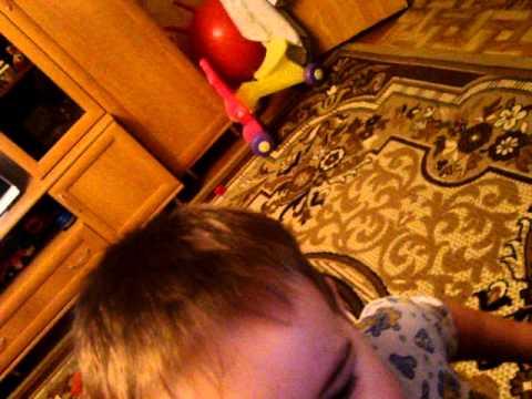 детский юмор))) мой сынулечка хохотушка.MPG4