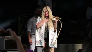 Kesha Crying During Praying Cincinnati Oh 7 11 18