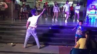 Điệu nhảy gây náo loạn hội trường - Khá Bảnh phải gọi bằng cụ
