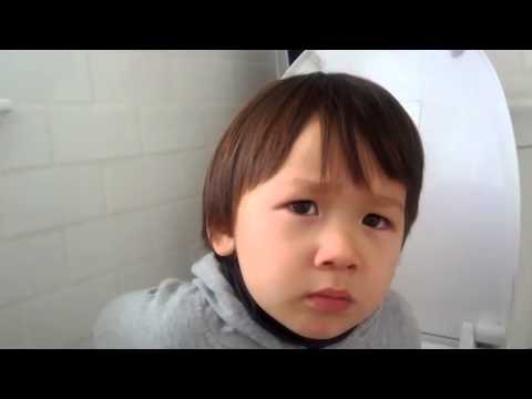 Stuff He Talks About On Potty トイレでの会話 video
