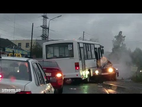 Стокновение автобуса и ВАЗ-2106. Водитель погиб на месте ДТП