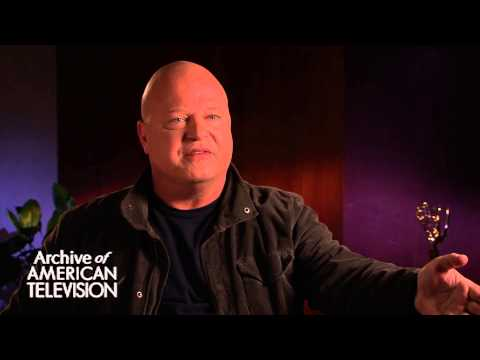 Michael Chiklis discusses being in The Stranded episode of Seinfeld - EMMYTVLEGENDS.ORG