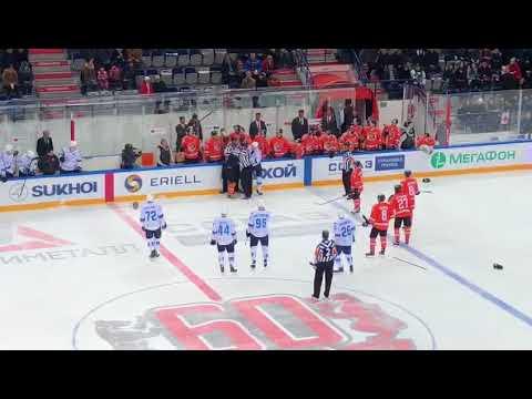 Драка Ушенина и Савченко на матче Амур-Барыс
